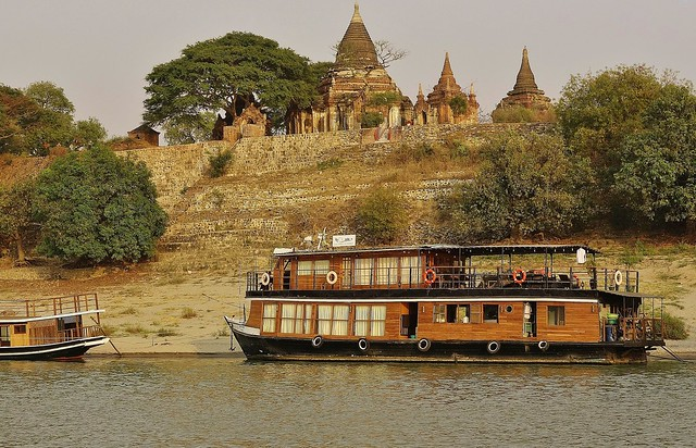 MYANMAR, Burma,  Bootsfahrt auf dem Irrawaddy bei Bagan,   / vor Sonnenuntergang, 78502/20099