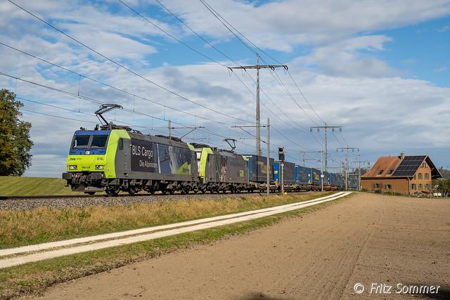 BLS Traxx-Duo mit 43557 bei Lyssach, PA193295orf