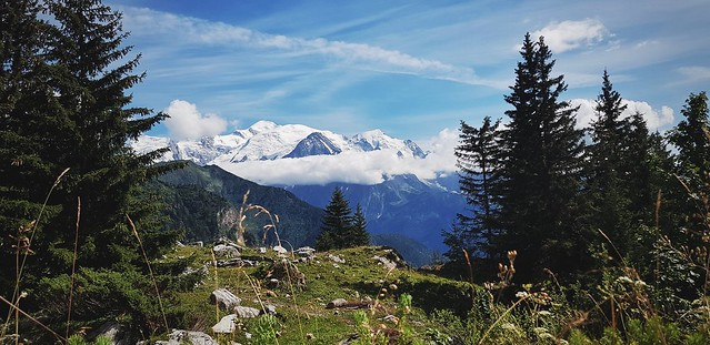 Le mont Blanc et sa jupe de nuage