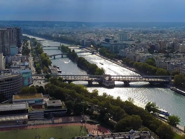 67 - Paris en Septembre 2021 - la vue sur Paris depuis la Tour Eiffel, Front de Seine, la Sene, Maison de la Radio