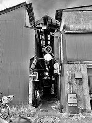 Narrow back alley (Tateishi station)