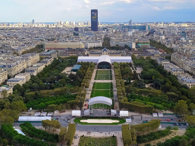 68 - Paris en Septembre 2021 - la vue sur Paris depuis la Tour Eiffel, Tour Montparnasse zet Grand Palais Ephémère