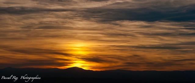 Vu de la Tour d'Albon, coucher de Soleil sur les Monts d'Ardèche (2021:10:13 18:30:17)   .