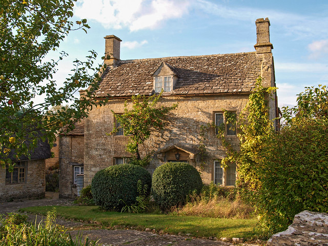Cotswold charm in quiet Taynton, Oxfordshire.