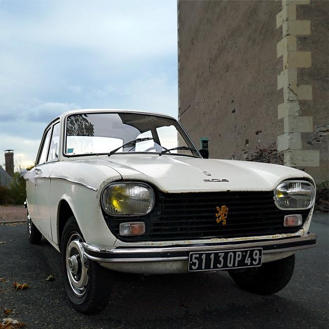 Peugeot 204 à Saint-Maurille