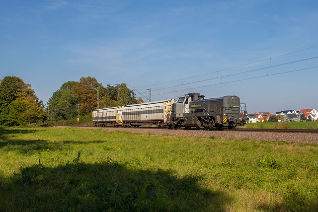Railadventure 4185 011 + zwei Brems-/ Kuppelwagen in RBAN