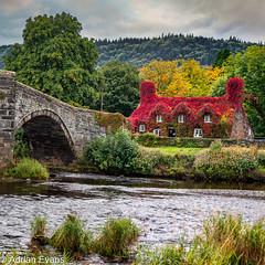 Llanrwst Cottage And Bridge