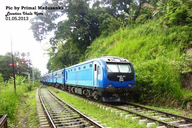 S12 924 (Udarata Menike No 1016 Badulla-Colombo Fort) at Ihala Kotte in 01.05.2013