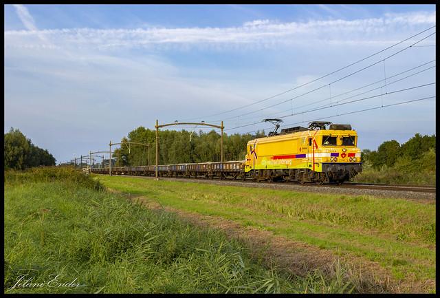 [Dordrecht, Laan van Kopenhagen] Strukton 1756 met ballasttrein 55173