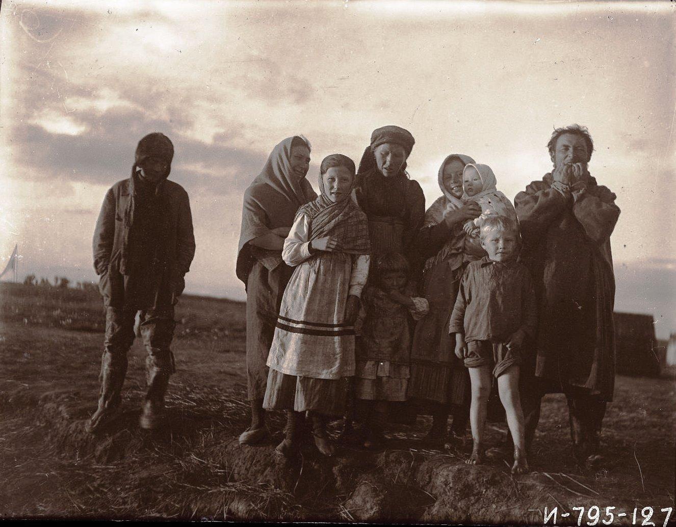01. Группа зырян. Коми-зыряне. Тюменская область, пос. Пельвож.