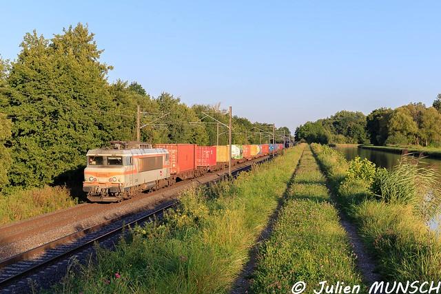 Passage à Steinbourg de la BB 22 388 en tête du Naviland 50630 Strasbourg/port du rhin ->Gevrey triage  .