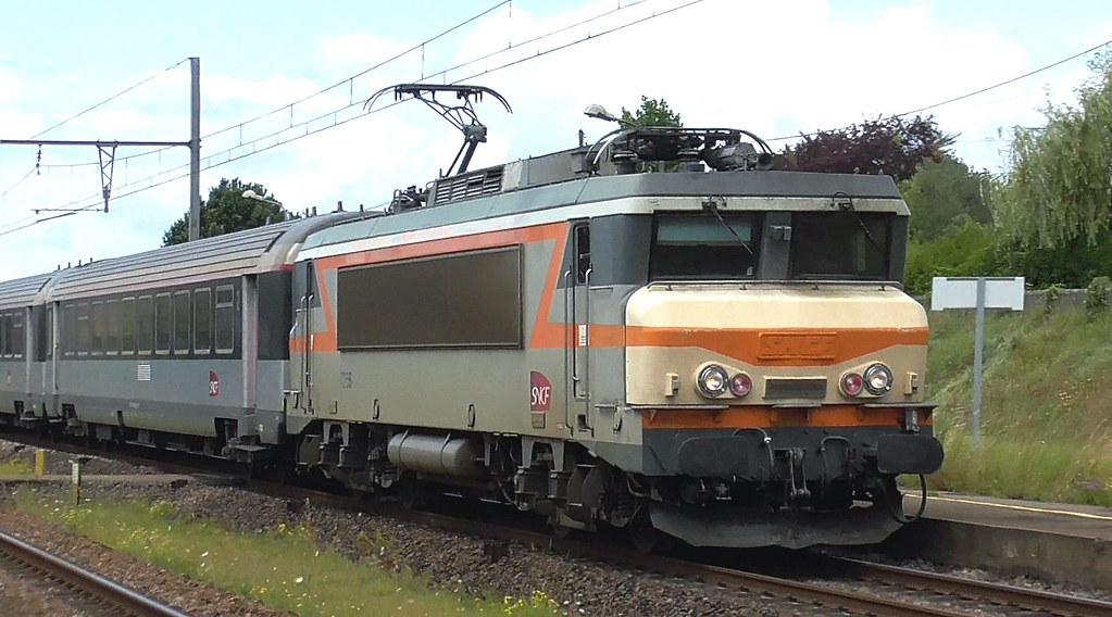 BB 7200 No. 7255 with new bonnet passing St Pierre D'Aurillac with the 12.34 Bordeaux to Marseille Interciés service, 4th Aug 2021