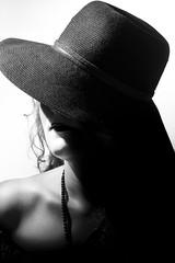 Mireille au chapeau