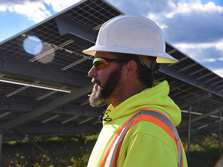 Wed, 09/29/2021 - 17:05 - A photograph of a solar electric technician, courtesy of GCC