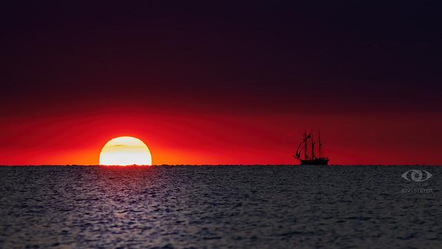The ship on the way to the sun?  ·  ·  ·   (R5B_9444.jpg)