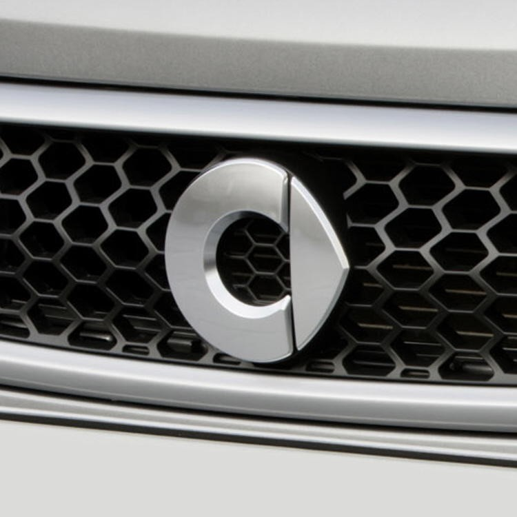 Chickenhead Logo / emblem / badge for the front grille on the smart fortwo 451 facelift model (as of 2012)