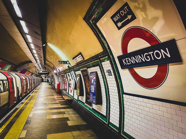 Kennington tube station, London ケニントン地下鉄駅、ロンドン