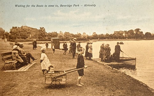 Waiting for the Boats in Beveridge Park, Kirkcaldy