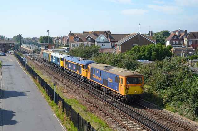 73136 leads 69001 + 69002 with 73201 passing Lancing as 0Z69 EastleighYd - Tonbridge WY