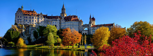 Hohenzollern-Schloß im Herbst