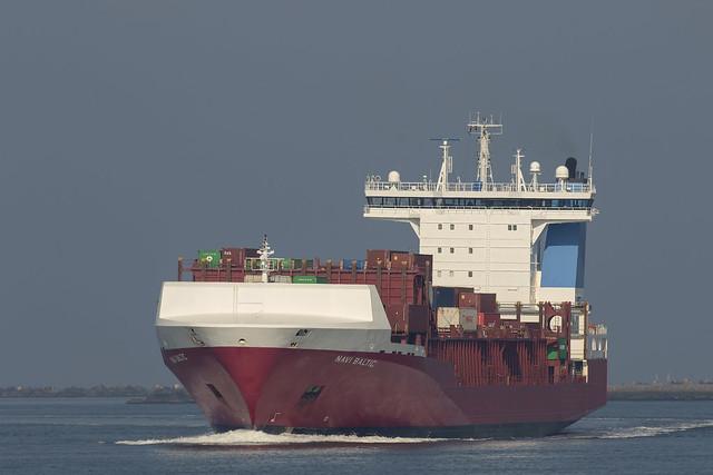 NAVI BALTIC  Container Ship - Beerkanaal - Maasvlakte