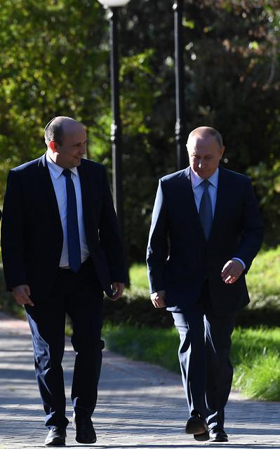 ראש הממשלה נפתלי בנט עם נשיא רוסיה ולדימיר פוטין בסיום פגישתם בסוצ'י, רוסיה