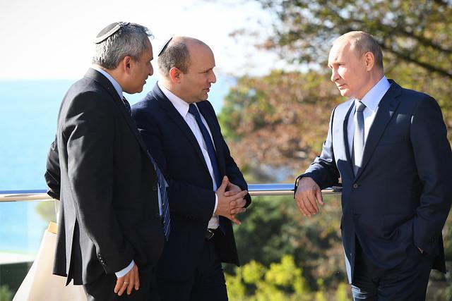 ראש הממשלה נפתלי בנט והשר זאב אלקין עם נשיא רוסיה ולדימיר פוטין בסיום פגישתם בסוצ'י, רוסיה
