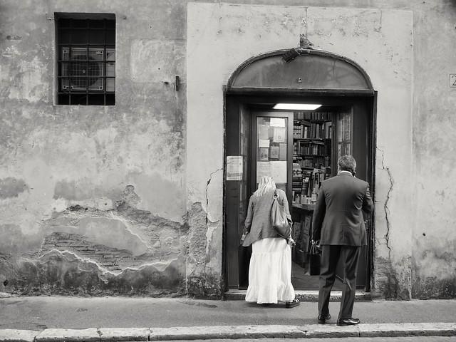 La vieille librairie..the old bookshop