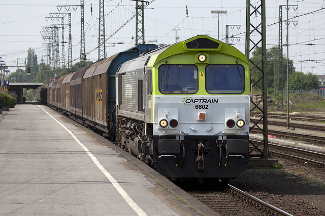 Here is 66799 10 years ago.....Captrain's 6602 arrives with vans from Holland   Emmerich  26-04-11