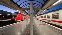 RE 7 nach Ostkreuz und IC 2242 nach Mu00fcnster (westf) am 24.10.2021 in Berlin Ostbahnhof