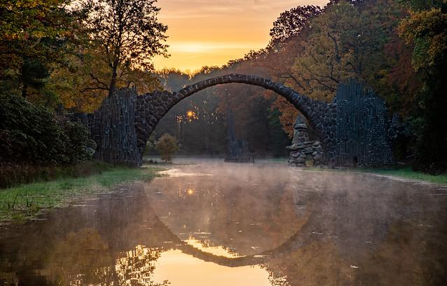 Rakotzbrücke zum Sonnenaufgang