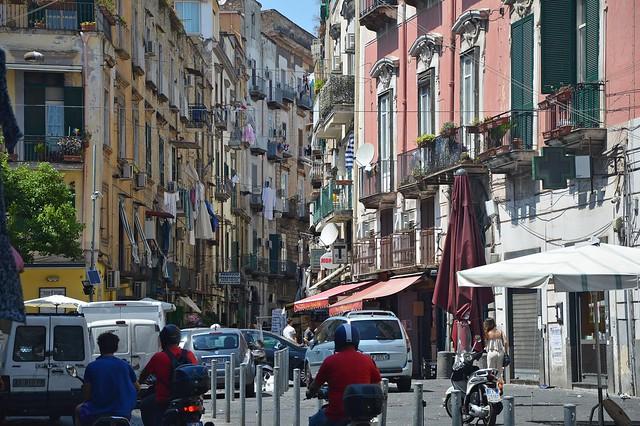 Napoli, l'angolo fra via Vergini e via dei Cristallini, nel Rione Sanità