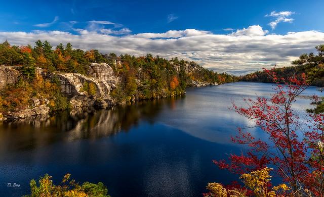 Lake Minnewaska, NY   Eͤxͯрⷬloͦrͬeͤdͩ