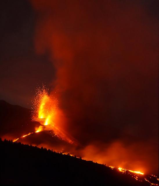 Erupción del volcán Cumbre Vieja - Mirador de Tajuya (La Palma, Islas Canarias, España) - 20-10-2021 - 01