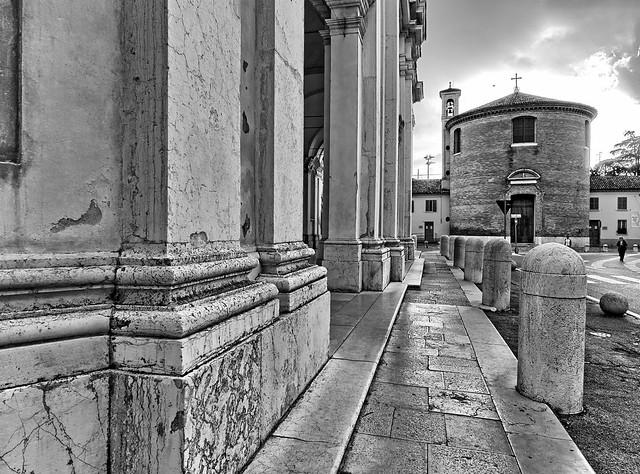 Il portico del Duomo e la chiesa di S.GIustina (Ravenna)