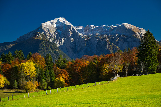 Hoher Göll (2522 m) and Hohes Brett (2338 m) in autumn snow