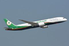 xxx 13 EVA Air B-17882