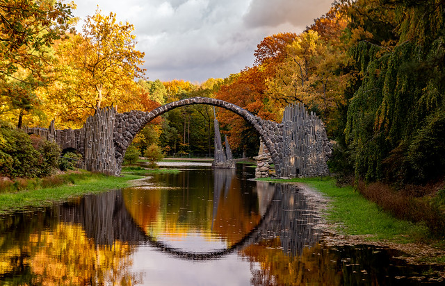 Rakotzbrücke im Herbst