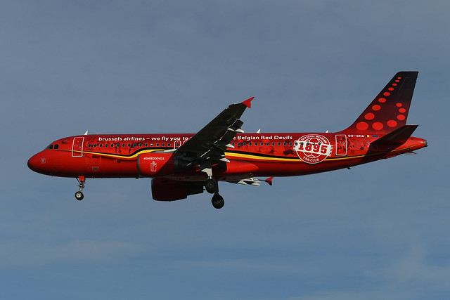 OO-SNA Airbus A320-214 EGLL 22-10-21