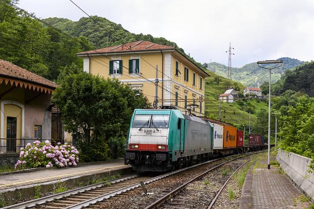 CTI E.483.002 in stazione a Mele ( Ge )