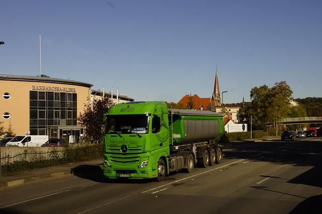 Mercedes-Benz Actros Harzer Transport met kenteken WR-HT 830 in Bad Harzburg 07-10-2021