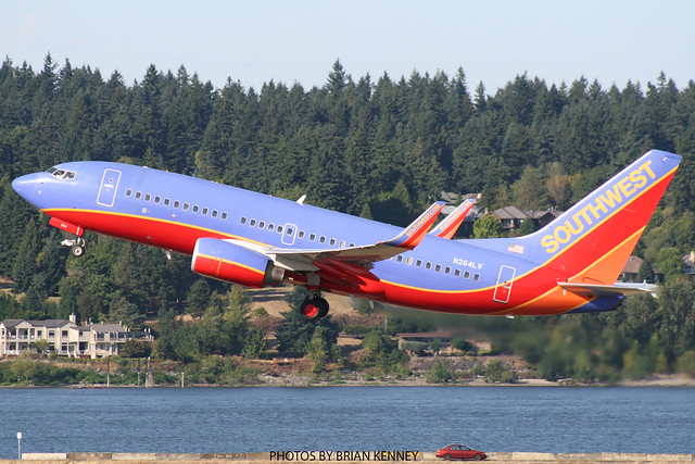 SOUTHWEST AIRLINES 737-7H4