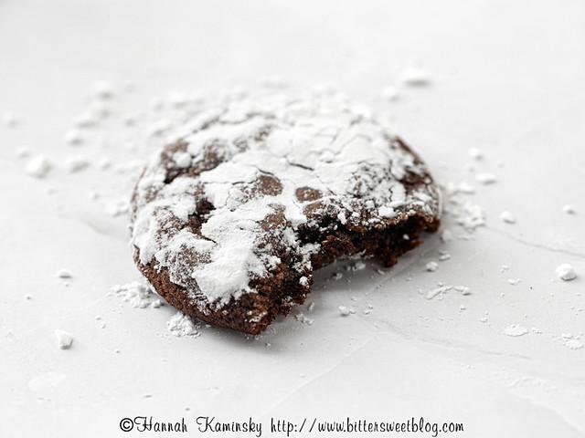 Chocolate Pfeffernüsse - Bitten