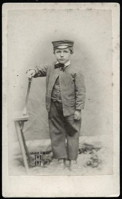 ArchivTappen25(5A)100 Portrait (front), Junge, Riedlingen Donau, 1910er,