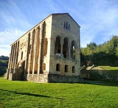 Santa Maru00eda del Naranco, Uvieu.