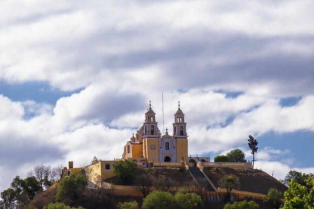 Iglesia construida sobre la pirámide más grande del mundo.