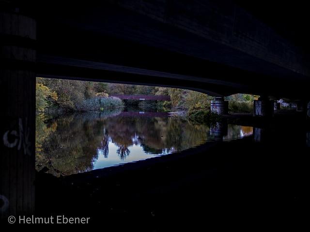 BS, die Oker unter der Autobahnbrücke