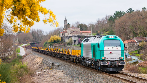 Alpha Trains 335-010-5  (Renfe). Carrilero vacío O Irixo - Valladolid.