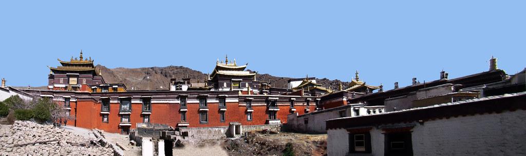 panoramica edificio exterior Monasterio Tashilhumpo en Shigatse Tíbet