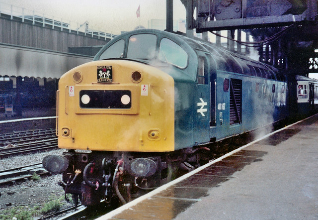 40167 steams away at Manchester Victoria with 1E34 1020 to York on 24th October 1981